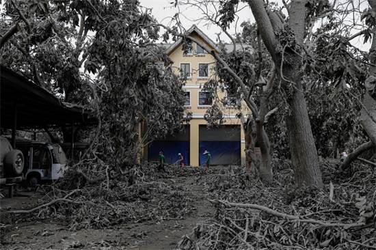 אחד הבתים באתר נופש לאחר התפרצות הר הגעש טאאל / צילום: Eloisa Lopez, רויטרס