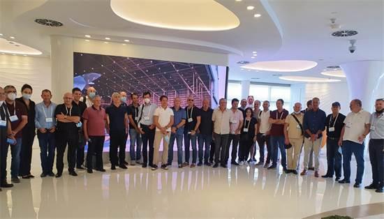 אנשי עסקים ישראלים בכירים נחתו בדובאי במסגרת משלחת שהוציא בנק לאומי / צילום: לאומי