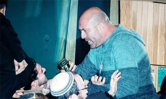 יולי רוזנברג תוקף את אלי סמואל / צילום: תמונה פרטית