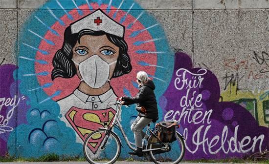 גרפיטי של אחות בגרמניה / צילום: Martin Meissner, AP