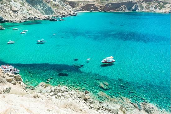 חוף אגאלי באי היווני פולגנדרוס / צילום: שאטרסטוק