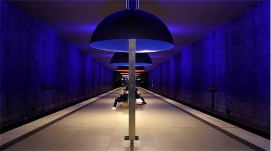 תחנת הרכבת התחתית במינכן שבגרמניה כמעט ריקה לחלוטין / צילום: Matthias Schrader