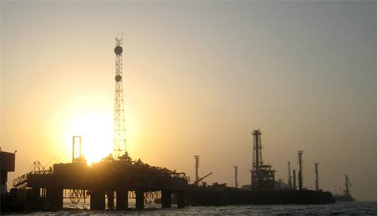 אסדת נפט בבחריין / צילום: Hamad I Mohammed, רויטרס