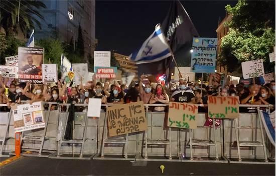 מפגינים נגד נתניהו בבלפור הערב / צילום: חן מענית, גלובס