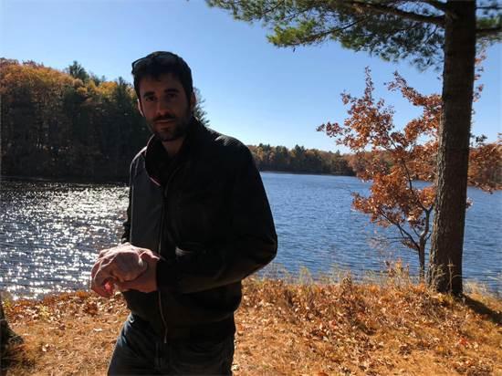 בטיול באחד האגמים שמקיפים את העיר / צילום: תמונה פרטית