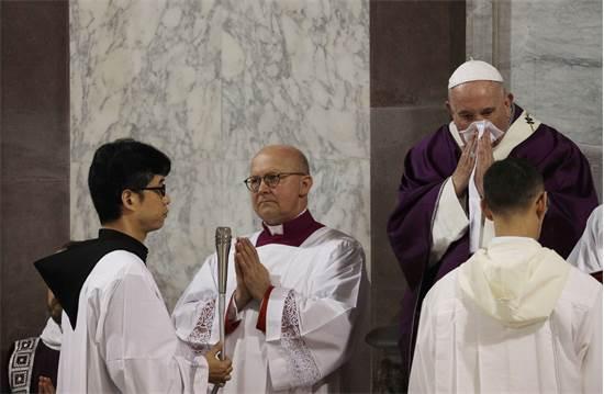 האפיפיור בטקס מיסה בכיכר פטרוס הקדוש / צילום: Gregorio Borgia, AP