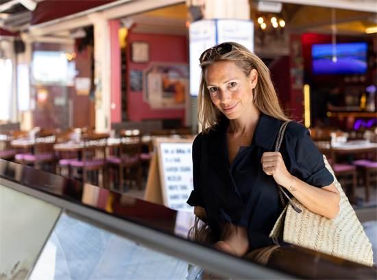 ג׳מרה טורון. עורכת הספר על מסעדות איסטנבול. געגוע לטעם החיים / צילום: ג׳מרה טורון