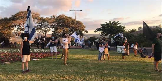 הפגנה נגד נתניהו במכבים / צילום: הדס מגן, גלובס