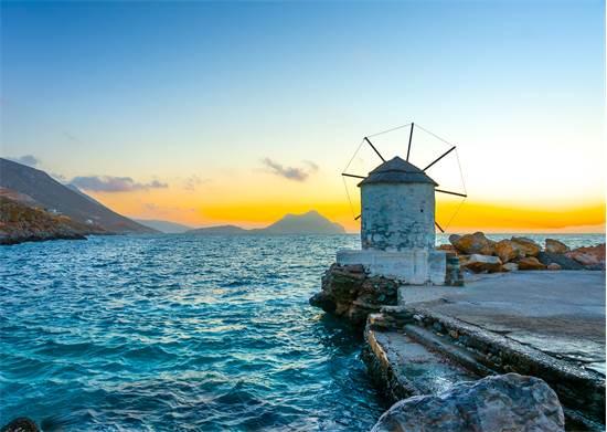 הנמל בכפר אגיאלי, שנמצא באי היווניאמורגוס  / צילום: שאטרסטוק