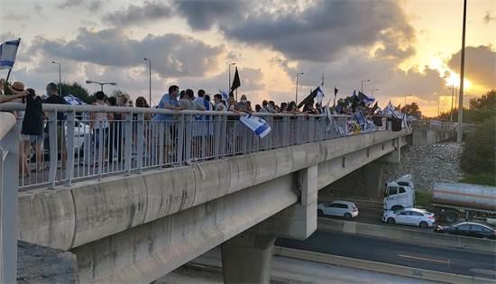 הפגנה של מחאת הדגלים השחורים בצומת אליקים / צילום: חן מענית, גלובס