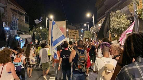 מפגינים צועדים לכיוון כיכר פריז בירושלים