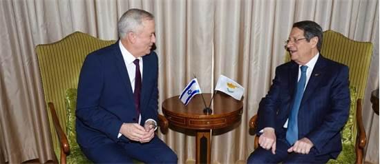 """יו""""ר כחול לבן בני גנץ ונשיא קפריסין ניקוס אנסטסיאדיס  / צילום: אבישי פינקלשטיין, יח""""צ"""