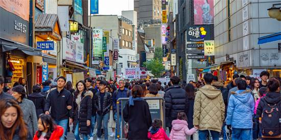 רובע הקניות מיונגדונג בדרום קוריאה בנובמבר 2019 / צילום: שאטרסטוק
