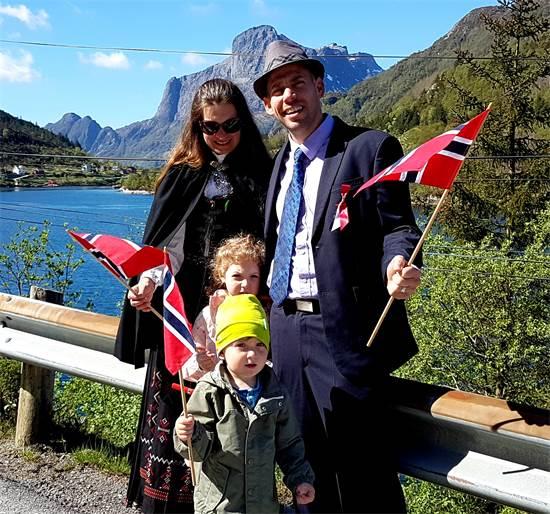 אביטל, תרזה והילדים ביום העצמאות הנורבגי / צילום: תמונה פרטית