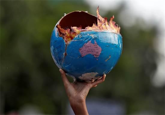 מפגינים למען שינוי במדיניות האקלים במומביי / צילום: Francis Mascarenhas, רויטרס
