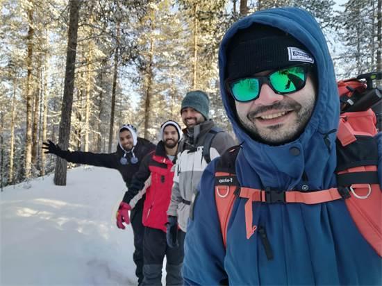 גיא וקבוצת מטיילים בשלג / צילום: גיא גפן - חשיפה לצפון
