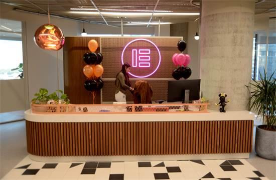 משרדי אלמנטור במתחם הבורסה. מדירת קרקע לקומה ה-15