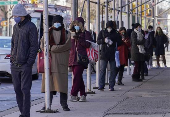 מחכים בתור לבדיקת קורונה בניו יורק / צילום: Bebeto Matthews, AP