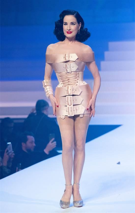 דיטה ואן טיז בתצוגת האופנה של ז'אן-פול גוטייה / צילום: Aurore Marechal/ABACAPRESS.COM, רויטרס