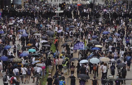 הפגנה בהונג קונג בסוף השבוע האחרון בעקבות נסיונות החקיקה החדשים של סין / צילום: Vincent Yu, AP