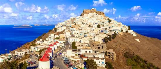האי היווני אסטיפליה. בראש ההר ישנו מבצר / צילום: שאטרסטוק