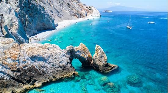 חוף ללריה באי סקיאתוס, ביוון / צילום: שאטרסטוק