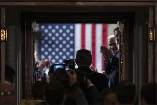 """הנשיא דונלד טראמפ מגיע לקונגרס כמה רגעים לפני שמסר את """"הנאום לאומה"""" / צילום: Alex Brandon, Associated Press"""