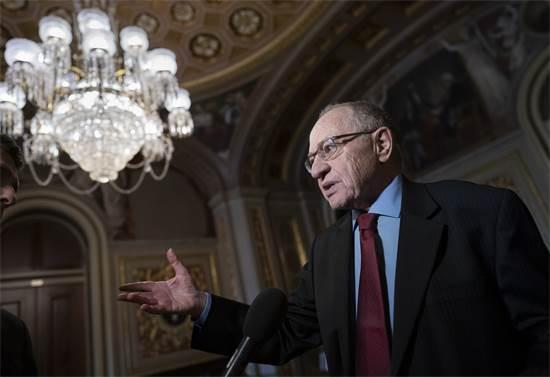 """עו""""ד אלן דרשוביץ. """"המאבק והמשפט הוא לא רק למען שמי הטוב אלא למען הציבור כולו"""" / צילום: J. Scott Applewhite, Associated Press"""