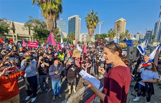 אירוע מחאה נגד נתניהו בקריה בתל אביב / צילום: בן כהן