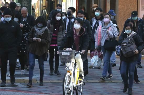 אנשים עם מסכות בטייוואן / צילום: Chiang Ying-ying, AP