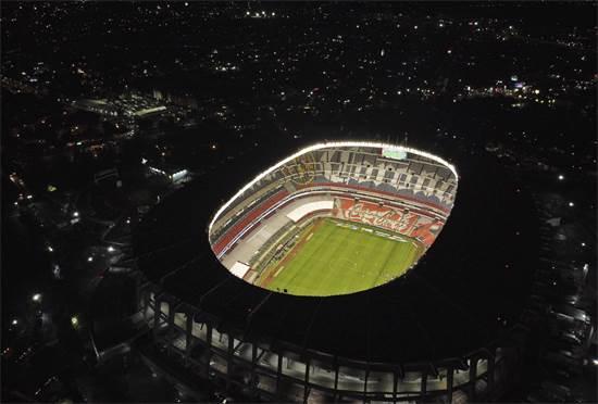 """מבט מלמעלה על אצטדיון האזטקה הריק במהלך משחק כדורגל בין ארה""""ב לקרוז אזול במקסיקו סיטי  / צילום: Eduardo Verdugo, AP"""