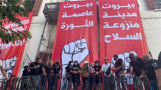 מפגינים השתלטו על בניין משרד החוץ בביירות / צילום: Ellen Francis, רויטרס