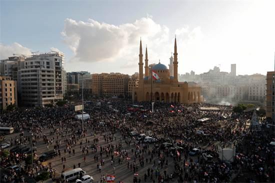 מפגינים רבים מתאספים במרכז ביירות  / צילום: THAIER AL-SUDANI, רויטרס