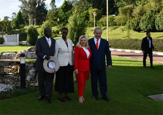 """בנימין ושרה נתניהו עם נשיא אוגנדה יוורי מוסווני ואישתו / צילום: חיים צח, לע""""מ"""