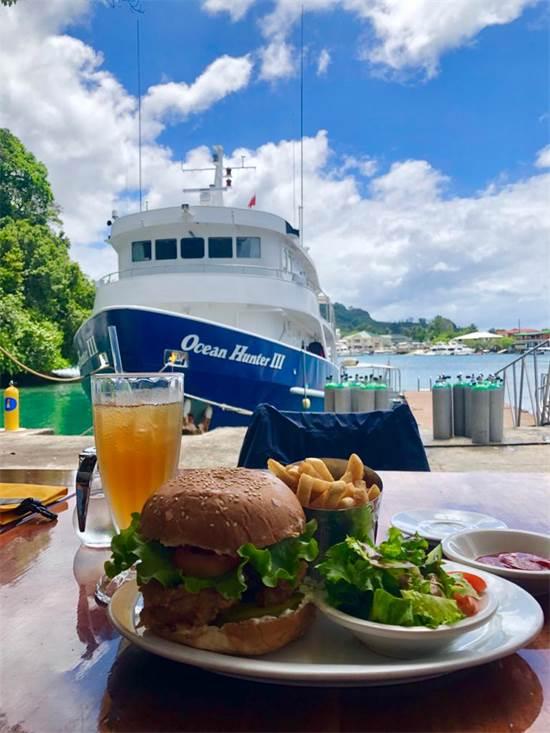 המסעדה והספינה של מועדון הצלילה / צילום: תמונה פרטית
