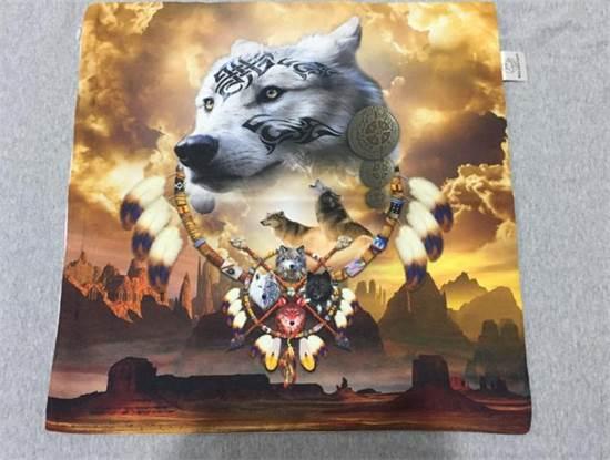מוצר לקהילת הזאבים שעופר מייצר במפעל הטקסטיל שלו / צילום: תמונה פרטית