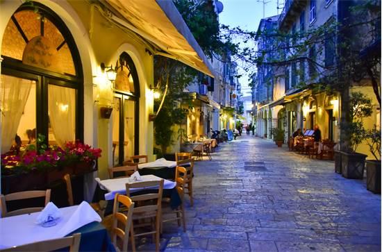 רחובות קורפו טאון באי היווני קורפו / צילום: שאטרסטוק