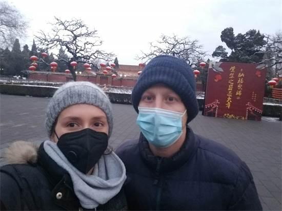 איליה ובת זוגו עדן מטיילים בפארק ריק סמוך לעיר האסורה בבייג'ינג / צילום: איליה צ'רמניך