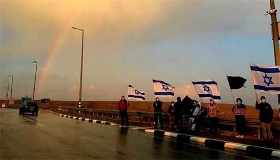 מפגינים נגד נתניהו בשדה בוקר / צילום: דפי בר אילן