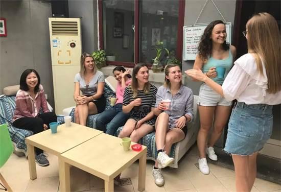 תלמידות בבית הספר בימים טובים יותר / צילום: איליה צ'רמניך
