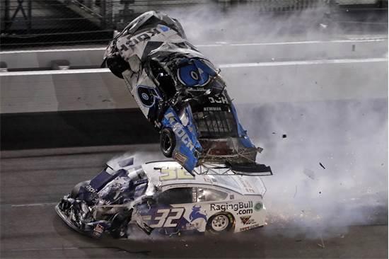 תאונה במהלך מרוץ דייטונה 500 / צילום: Chris O'Meara, AP