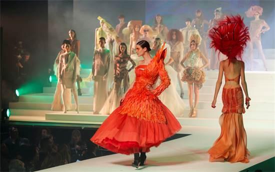 תצוגת האופנה האחרונה של ז'אן פול-גוטייה / צילום: Charles Platiau, רויטרס