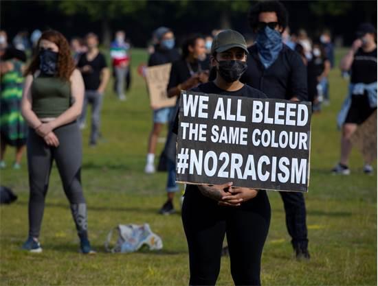 הפגנה תוך שמירה על ריחוק חברתי בהאג, הולנד / צילום: Peter Dejong, AP