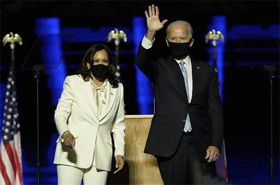 """נשיא ארה""""ב הנבחר ג'ו ביידן וסגניתו קמלה האריס בנאום הניצחון לאחר שנבחר לנשיא ארה""""ב / צילום: AP"""