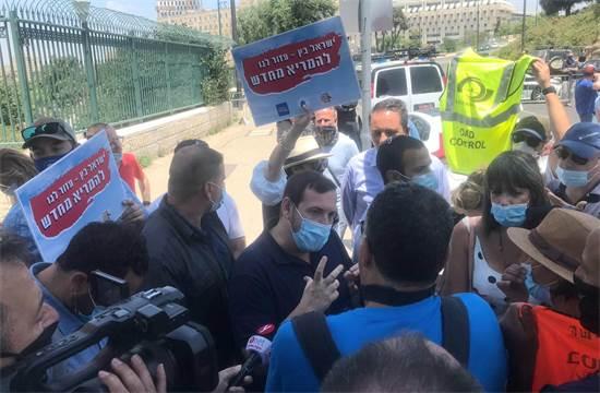"""שר התיירות אסף זמיר בהפגנה / צילום: יח""""צ"""