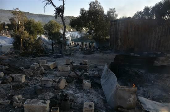 הנזק במחנה הפליטים מוריה באי לסבוס בשל השרפה שפרצה במקום / צילום: Panagiotis Balaskas, AP
