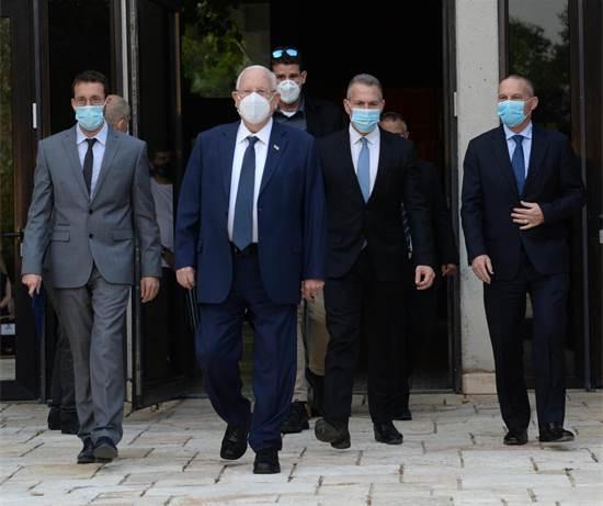 """נשיא המדינה ריבלין בחברת השרים ארדן ושמולי, מגיע להאקתון ע""""ש מיכל סלה ז""""ל / צילום: מארק ניימן, לע""""מ"""