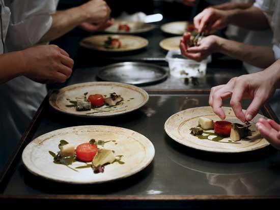 המטבח המגוון של טוקיו /  צילום: רויטרס Yuya-Shino FOOD CHEF KINCH