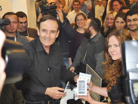 אייפון סלקום עמוס שפירא / צלם: אלכסי קרמנוב
