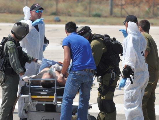 פינוי פצועים בעקבות המשט לעזה / צלם: יוסי זליגר
